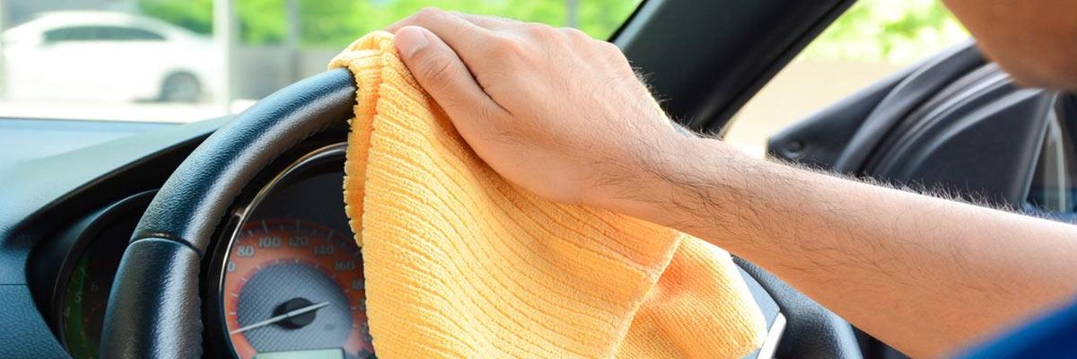 Hoe je (lederen) stuur van je auto schoonmaken en onderhouden?